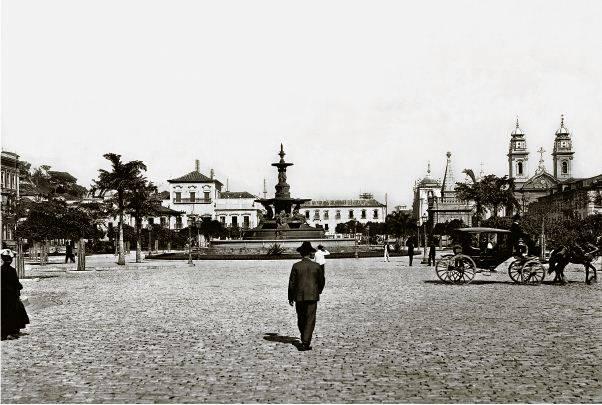 A praça XV de Novembro (antigo largo do Paço), no Centro do Rio, em 1906: mais de 600 prédios seriam destruidos para reformular toda a região desde o início (foto: Augusto Malta)